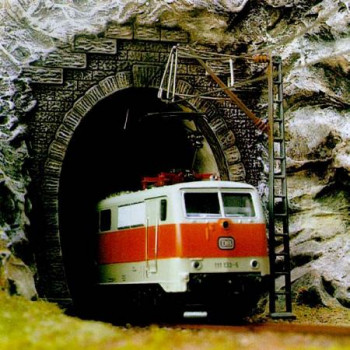Single Track Tunnel Portals for Catenary (2)